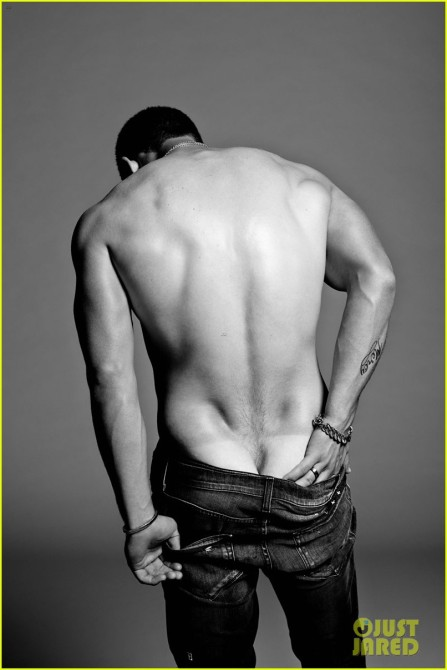 Nick-jonas-poses-shirtless-in-his-underwear-for-flaunt-magazine-03-447x670